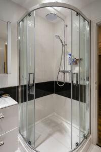 tolóajtós zuhanykabin szerelvények